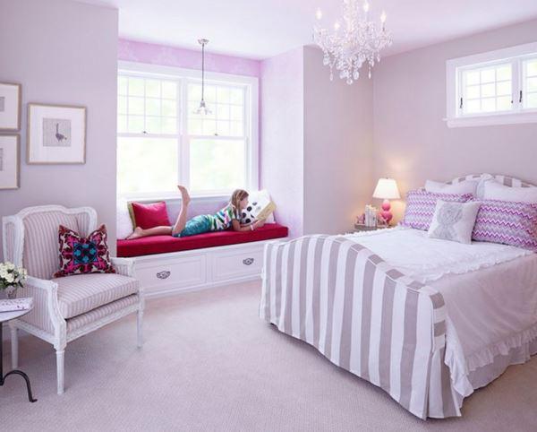 sơn tường màu trắng kết hợp với điểm nhấn màu tím tạo nên sự trẻ trung dịu dàng
