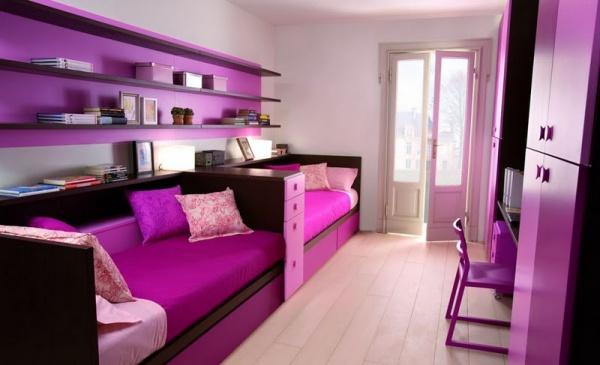 sơn tường màu trắng kết hợp vơi nội thất màu tím